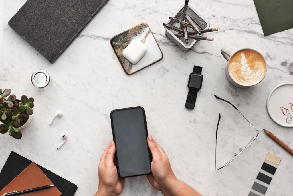 スマートフォンなどデジタル機器